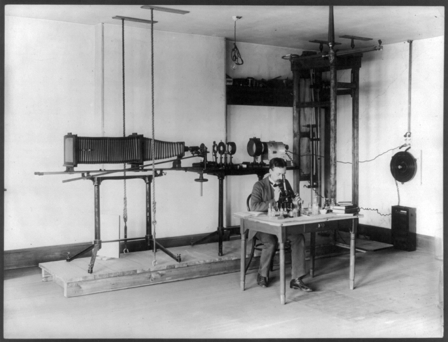 U.S. Bureau of Chemistry microphotography apparatus