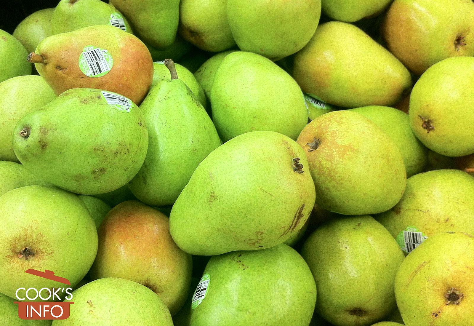 D'anjou pears in store bin