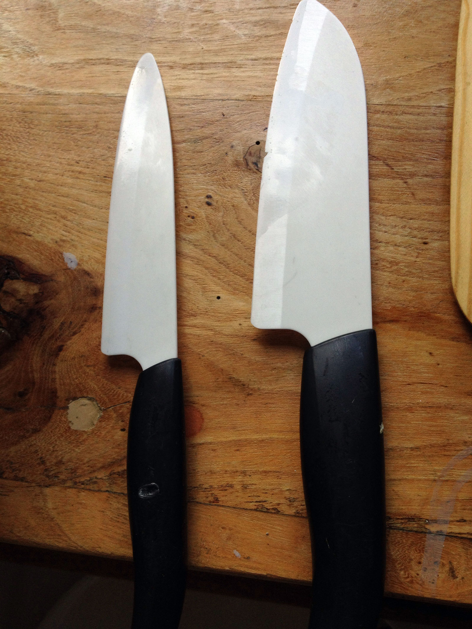 Blunt and chipped ceramic knives