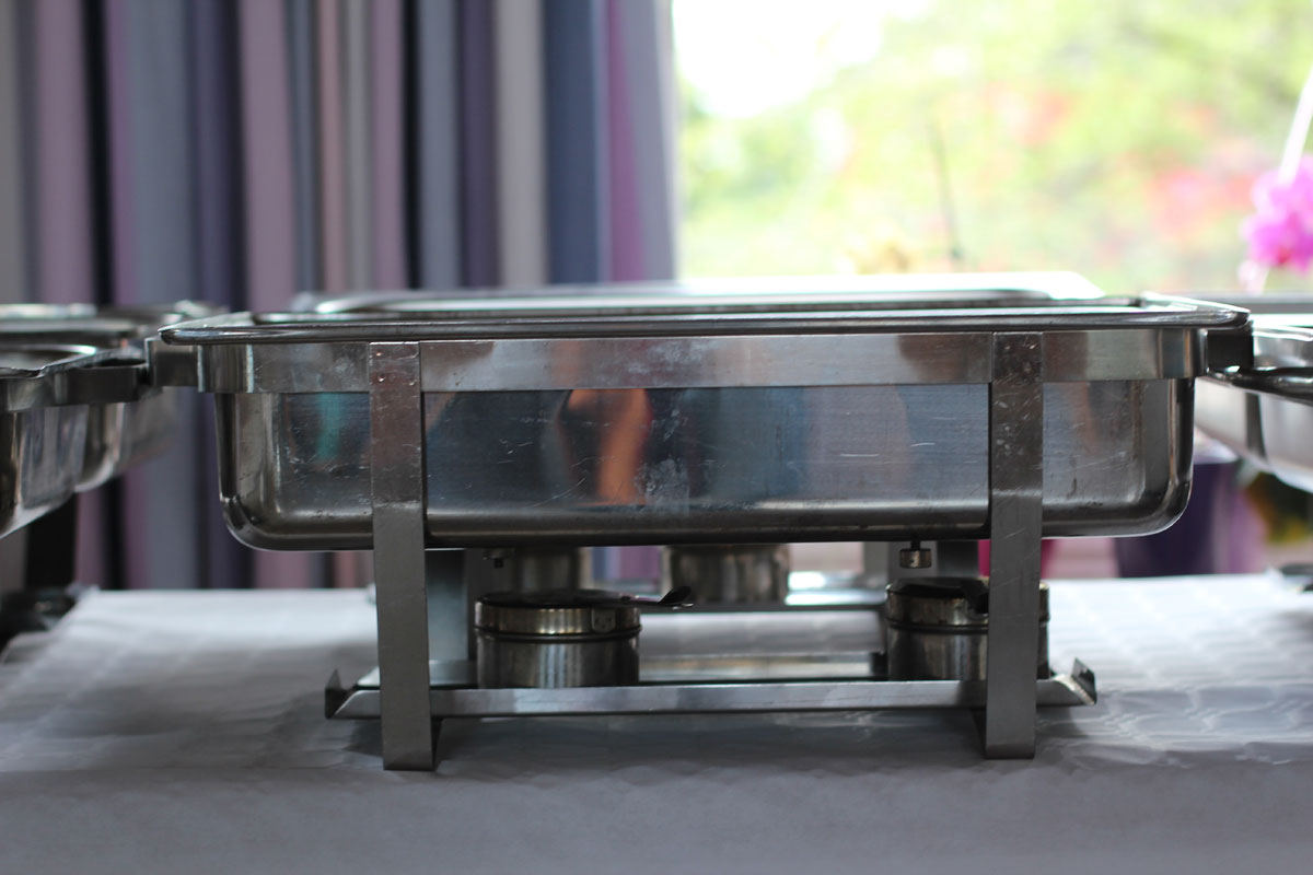 Chafing dish side view