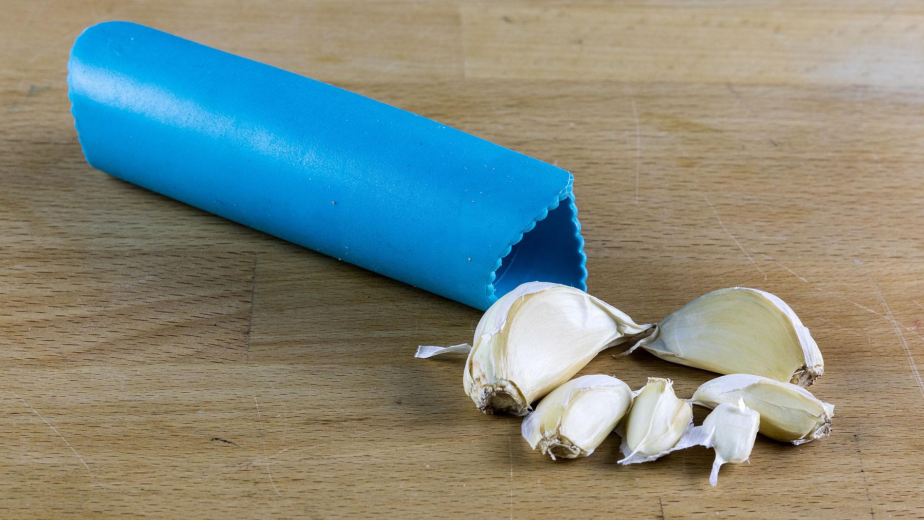 Garlic peeler with garlic cloves