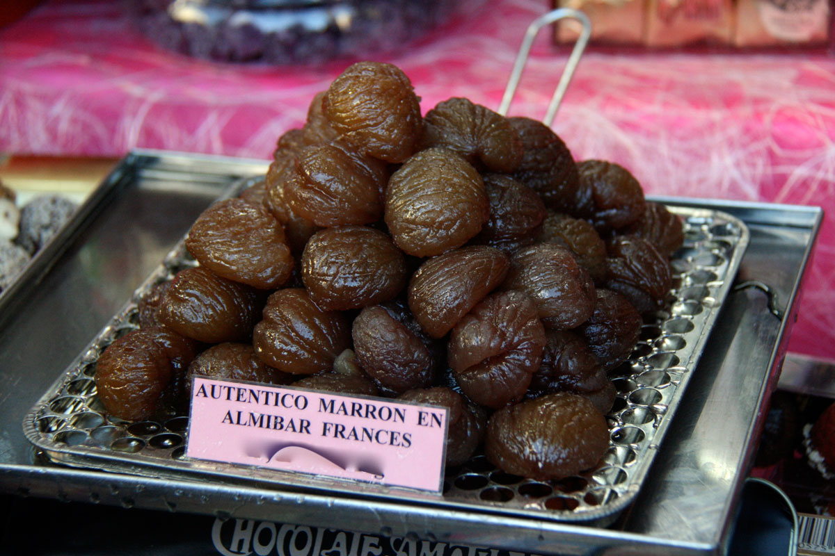 """Marrons glacés (""""chestnuts in syrup"""" in Spanish) for sale in Spain"""