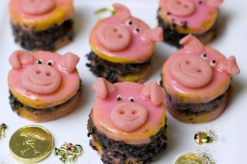 Marzipan pigs