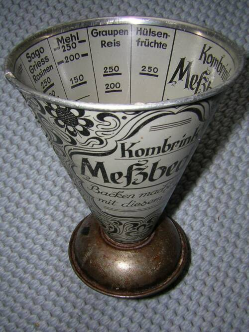 Conical measuring cup for dry ingredients