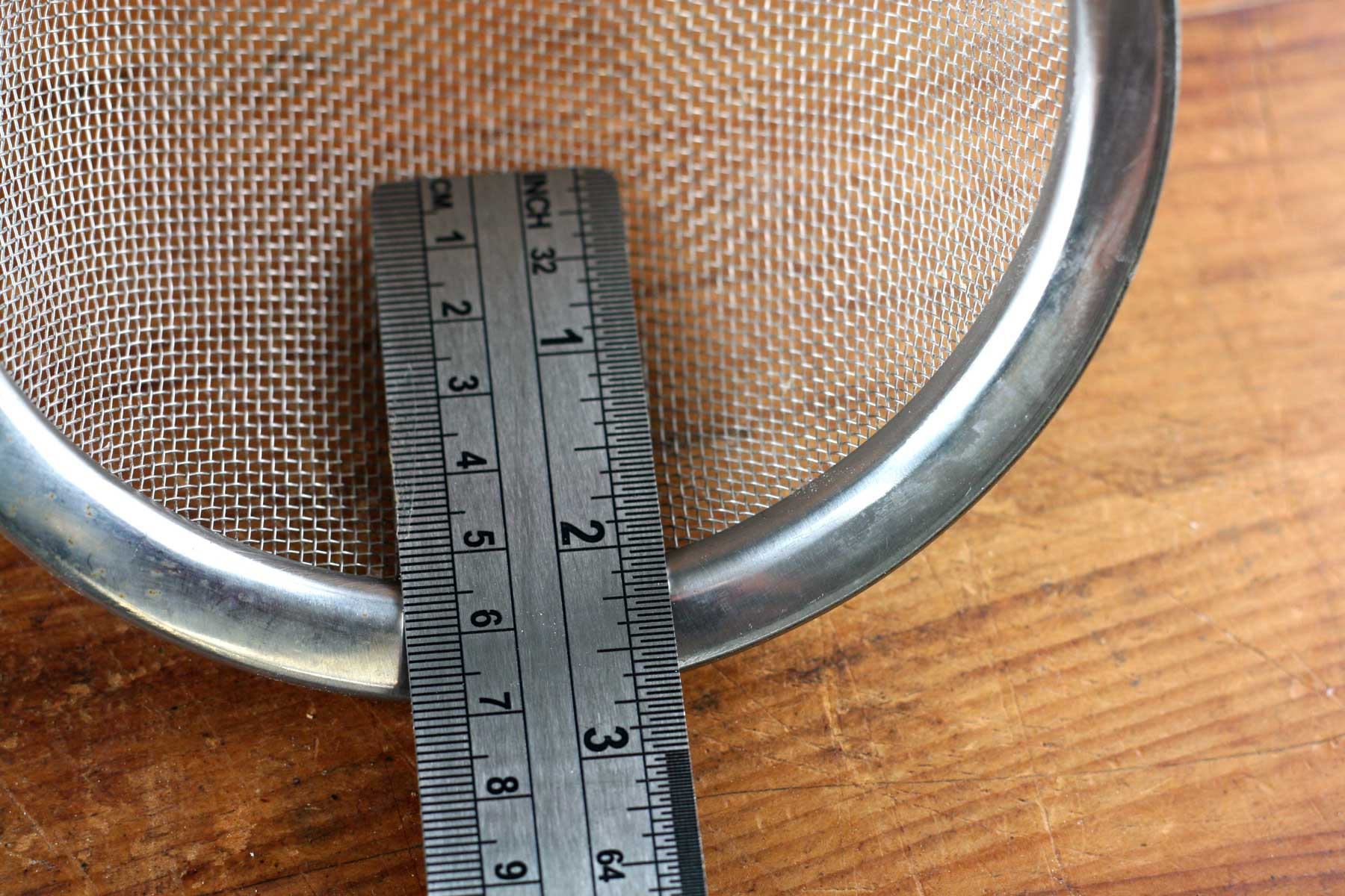 Sieve with ruler