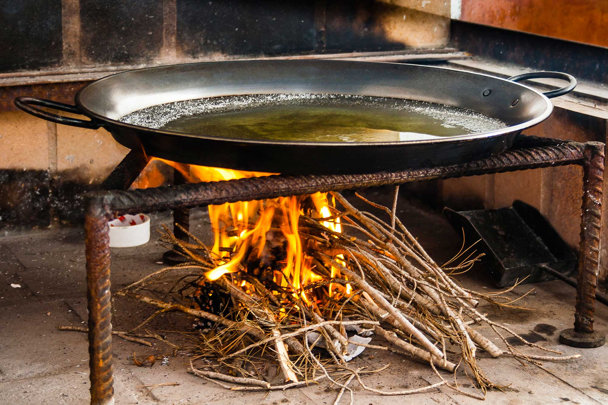 Paella pan heating with oil