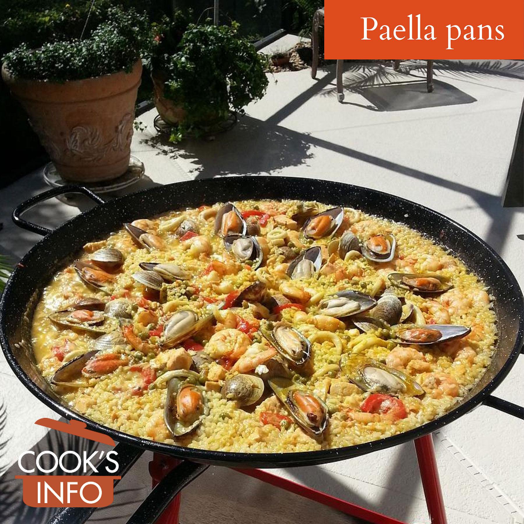 Paella pan on stand