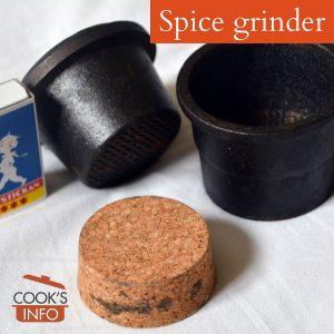 Spice grinder in cast iron, 1.15 kg, height 6 cm. Skeppshults Gjuteri, Sweden