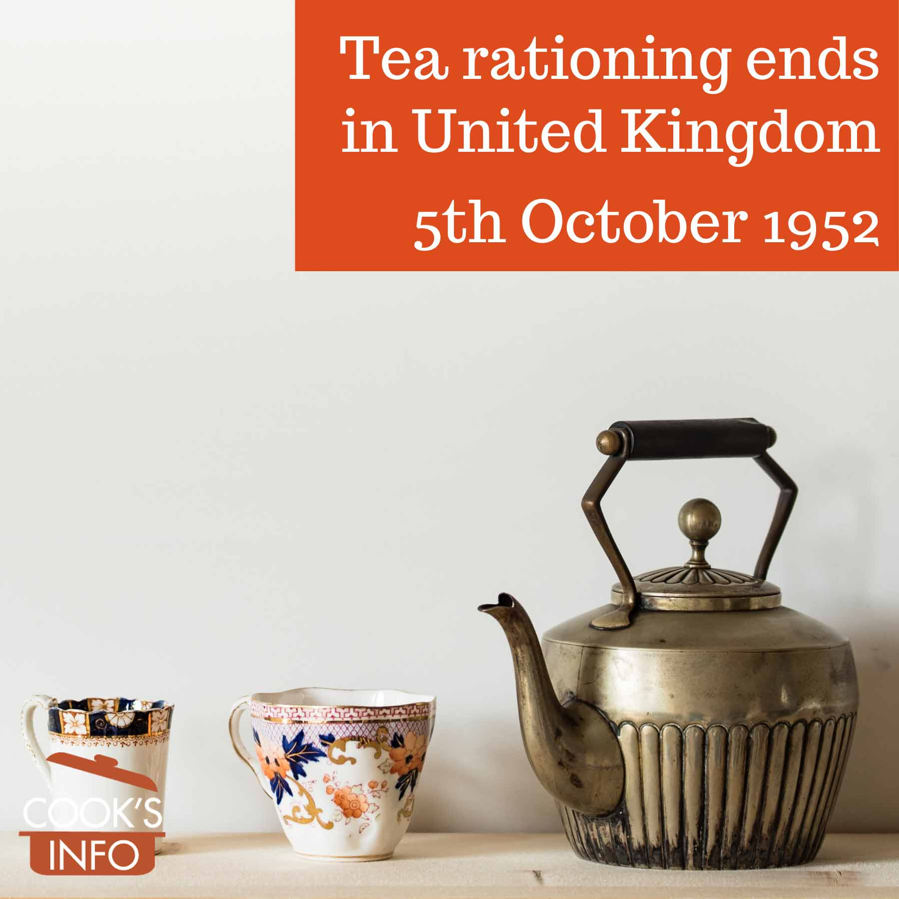 Tea pot with tea cups