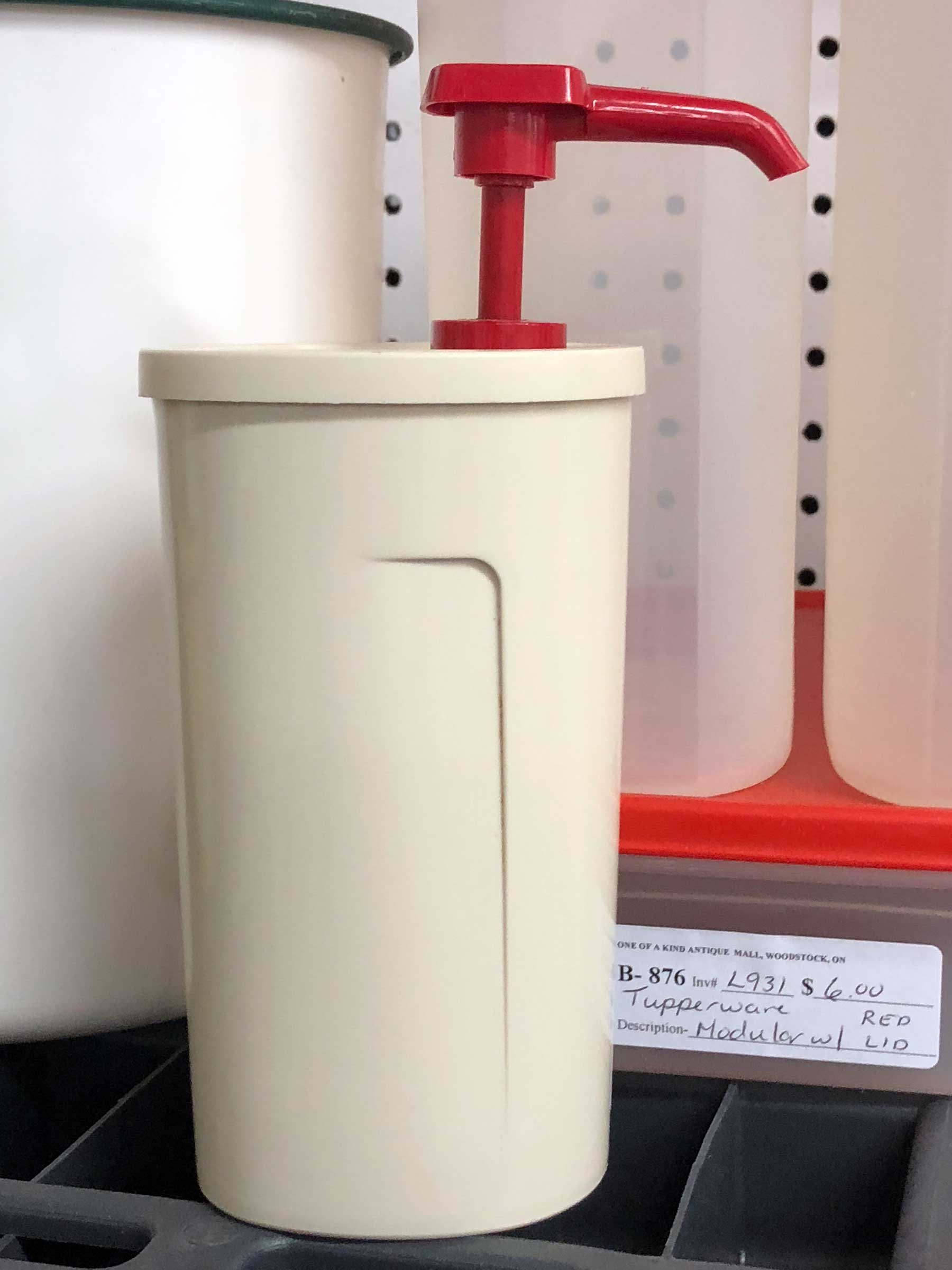 Tupperware ketchup dispenser with red pump