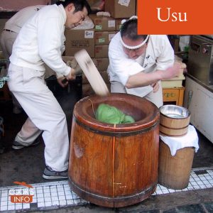 Pounding rice in a usu