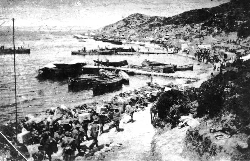 New Zealand soldiers at Anzac Cove 1915