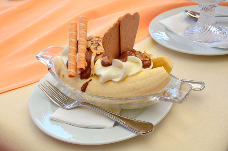 Fancier banana split