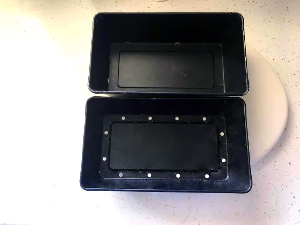 Meatloaf pan with liftable insert.