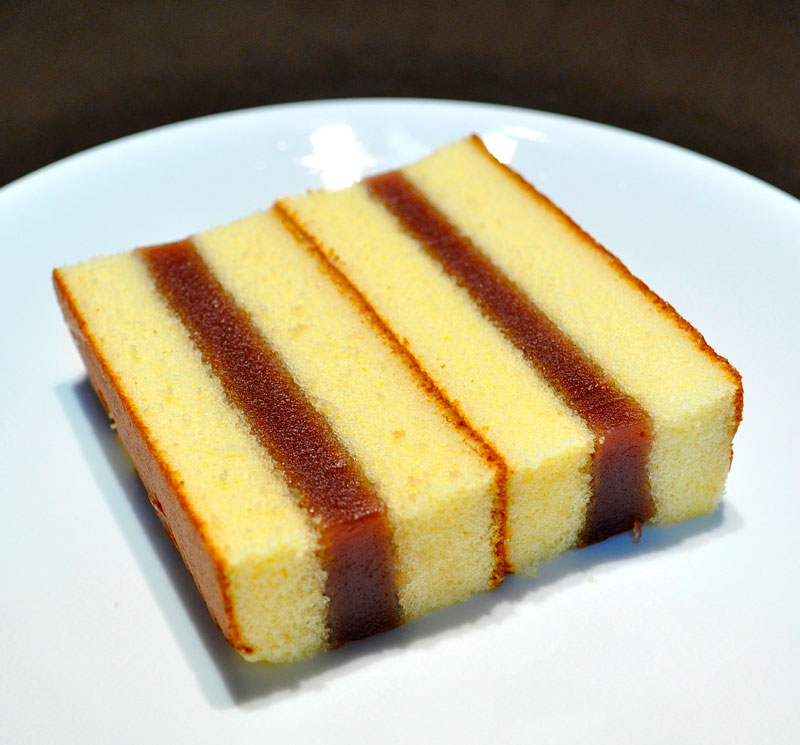 Sponge cake layer slice